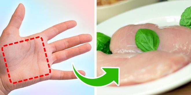 Nắm rõ quy tắc bàn tay để ước lượng khẩu phần ăn sẽ giúp bạn kiểm soát chuyện ăn uống tốt hơn - Ảnh 3.