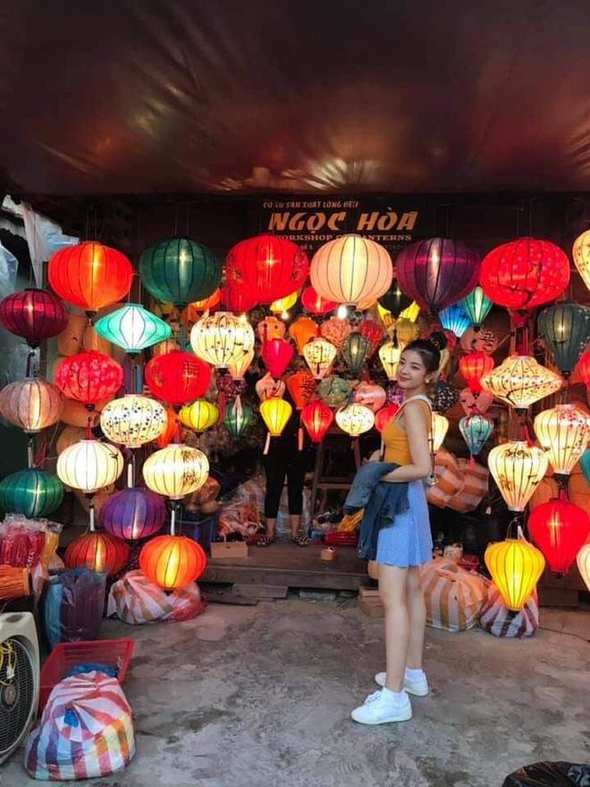 Street style sao Hàn khi sang Việt Nam: Nhìn là thấy cả một bầu trời giản dị - Ảnh 10.