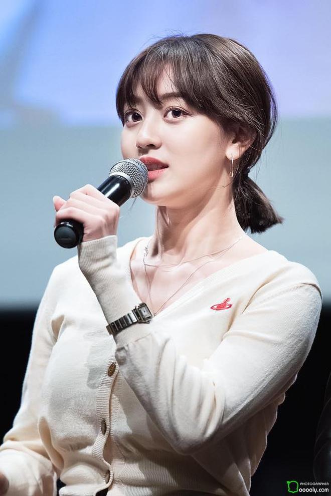 Cực hợp với tóc vàng bạch kim, Jihyo chỉ cần makeup sương sương ra đường cũng đủ đẹp bá cháy - Ảnh 1.