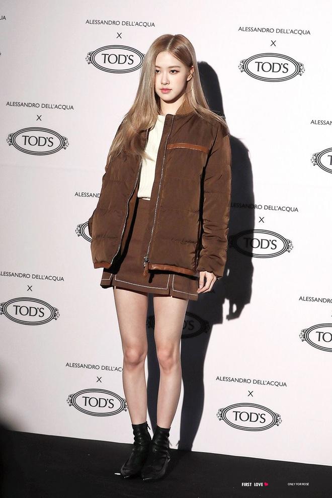 Là nhàm chán hay cool ngầu khi 90% những lần đi sự kiện thời trang, Rosé đều bê nguyên công thức tóc vàng - đồ đen? - Ảnh 5.