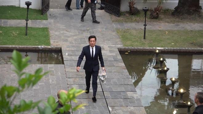 Chiều vợ như Trường Giang: Đang đi đám cưới Hoàng Oanh nhưng vẫn đích thân mua trà sữa cho Nhã Phương - Ảnh 2.
