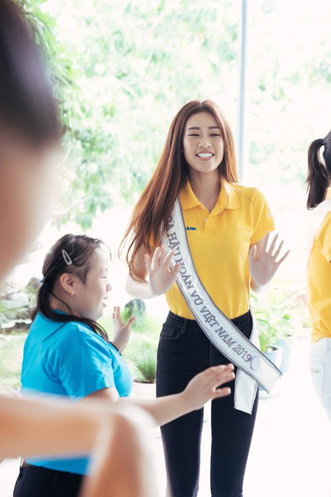 Hoa hậu Khánh Vân và 2 Á hậu tham gia hoạt động đầu tiên hậu đăng quang: Giản dị mà đẹp quá, ai nhỉnh hơn trong một khung hình? - Ảnh 6.