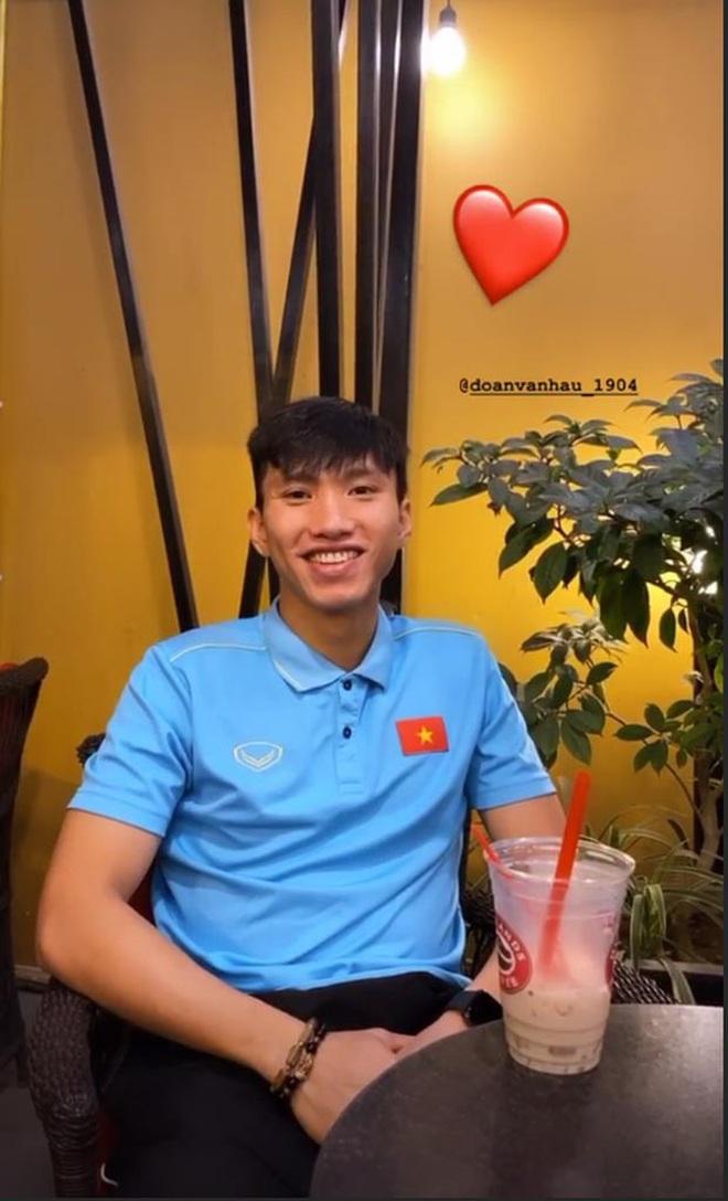 """Bạn gái Đoàn Văn Hậu - gái xinh """"một bước lên mây"""" khi hẹn hò cầu thủ đẹp trai, tài năng - Ảnh 4."""