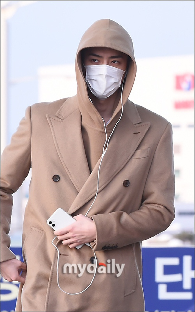 """Màn đụng độ """"trăm năm có một"""" của 4 boygroup Kpop hàng đầu: BTS đụng độ EXO, WINNER để mặt mộc đọ sắc với NCT - Ảnh 11."""
