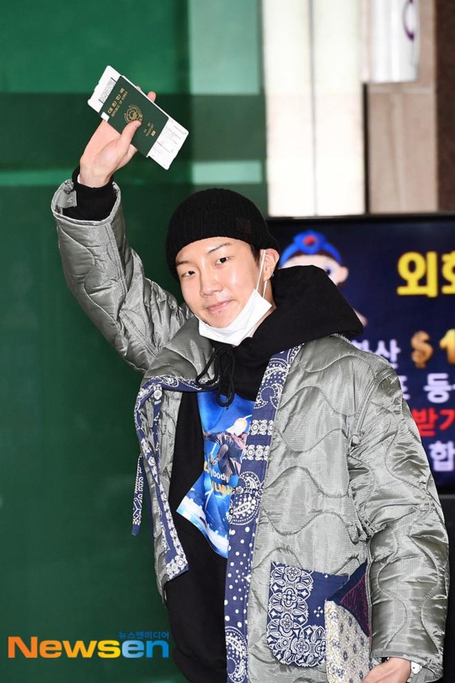 """Màn đụng độ """"trăm năm có một"""" của 4 boygroup Kpop hàng đầu: BTS đụng độ EXO, WINNER để mặt mộc đọ sắc với NCT - Ảnh 13."""