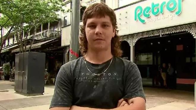 Thanh niên người Úc bị cấm vào quẩy bar vì mái tóc trông xấu như ma cấu - Ảnh 2.