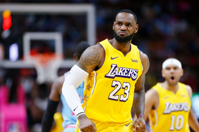 NBA 19-20: Bùng nổ ở hiệp 3, Los Angeles Lakers khiến Miami Heat nhận trận thua đầu tiên ở sân nhà trong mùa giải năm nay - Ảnh 2.