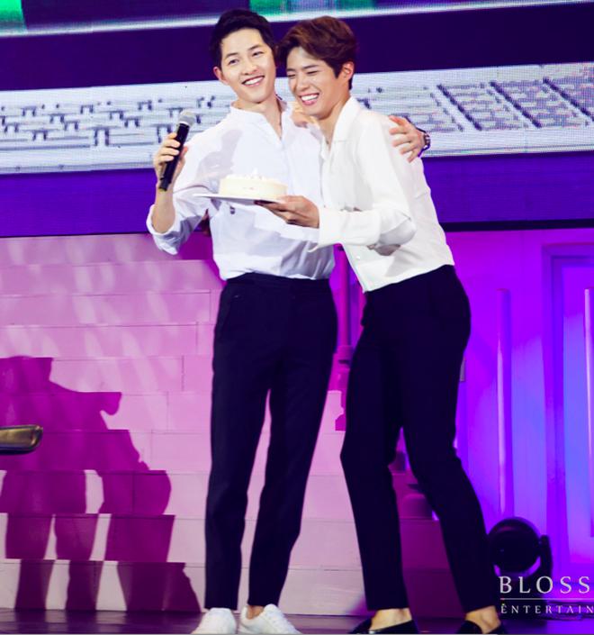 Song Hye Kyo - Park Bo Gum: Từ chị dâu hờ đến tin đồn tình ái dù chênh lệch 12 tuổi khiến cả showbiz chấn động - Ảnh 2.