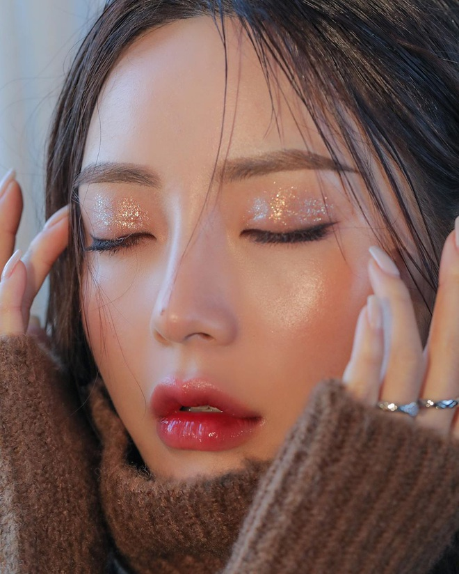 Không phải son lòng môi hay má hồng say rượu, đây mới là 3 kiểu makeup đẹp xỉu được gái Hàn thi nhau diện mùa lễ hội này - Ảnh 1.