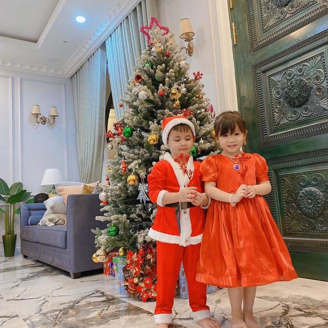 Sao Việt tất bật chuẩn bị đón Noel: Người trang hoàng nhà cửa lộng lẫy, người đưa hội nhóc tỳ xuống phố vui chơi! - Ảnh 8.
