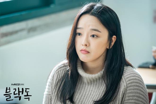 """""""Hắc Cẩu"""" của Seo Hyun Jin: Không cần drama vẫn khiến khán giả """"stress"""" vì bóc phốt nền giáo dục Hàn quá chân thật - Ảnh 15."""