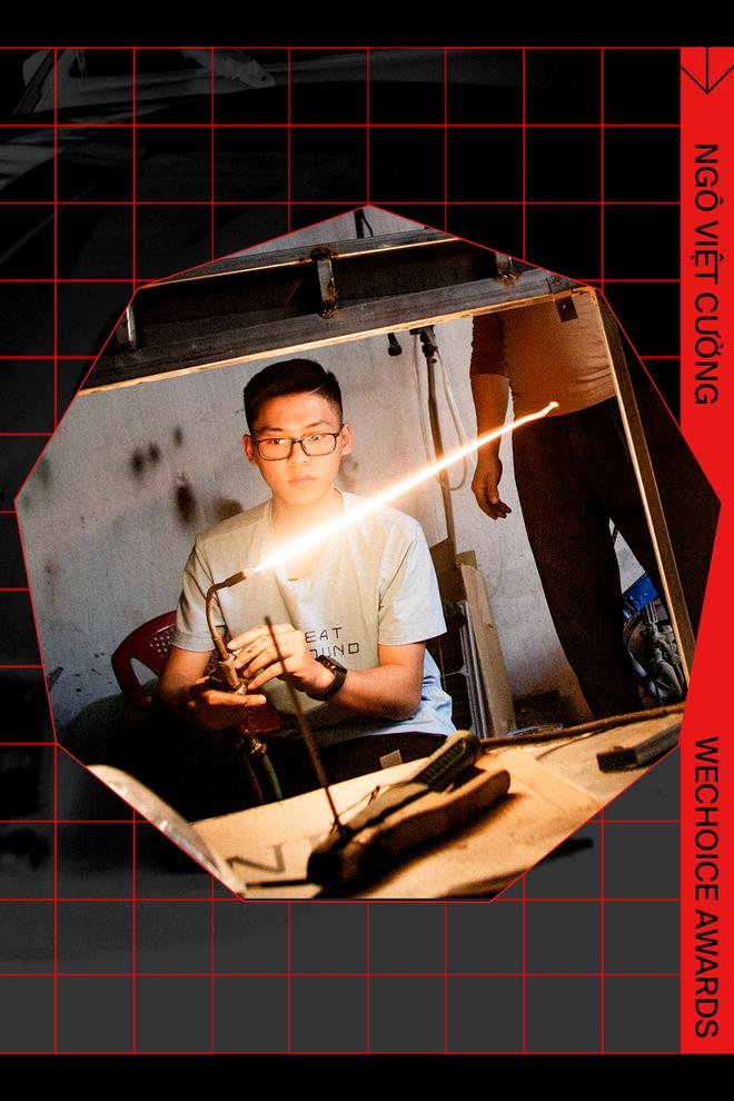 Ngô Việt Cường - Cậu học sinh lớp 12 trong vòng 2 năm lắp ráp thành công 2 ô tô chạy bằng năng lượng mặt trời - Ảnh 2.