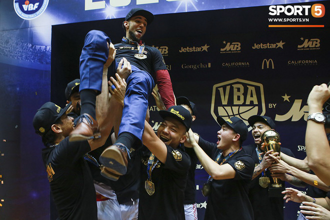 5 khoảnh khắc ấn tượng nhất của bóng rổ Việt Nam năm 2019: Mốc son chói lọi tại SEA Games 30, bản hợp đồng chuyên nghiệp khó tin của chàng trai trẻ bị ung thư xương - Ảnh 4.