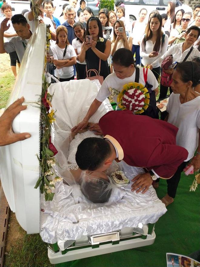 Chuyện tình đẫm nước mắt của chàng trai mất người yêu ngay trước thềm hôn lễ, ngày cưới cũng là ngày đám tang của cô dâu - Ảnh 5.