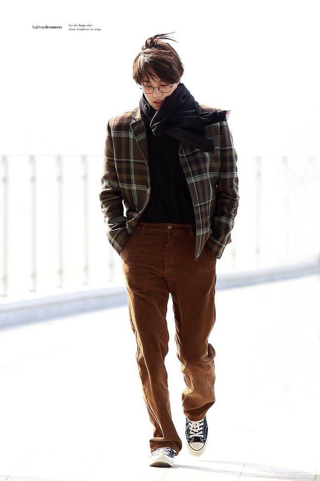 Kai là idol nam duy nhất lọt top sao nam mặc đẹp năm 2020, vượt mặt cả Hoàng tử Harry - Ảnh 5.