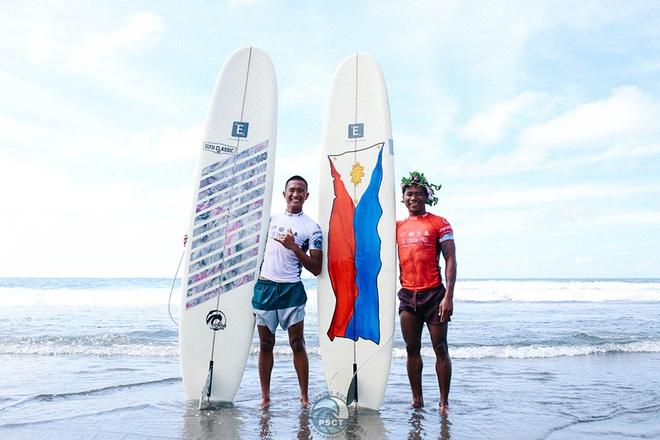 Kết quả hình ảnh cho VĐV lướt sóng Philippines 'hi sinh' cơ hội huy chương vàng để cứu đối thủ