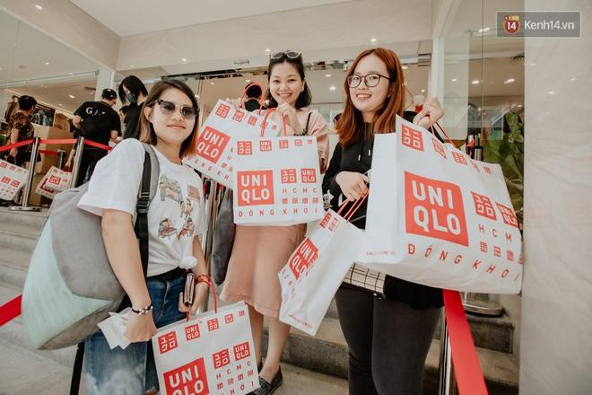Các tín đồ Sài thành shopping tại UNIQLO sáng nay: Bill vài ba triệu là bình thường, khen nức nở nhưng vẫn có góp ý cho thương hiệu Nhật - Ảnh 7.