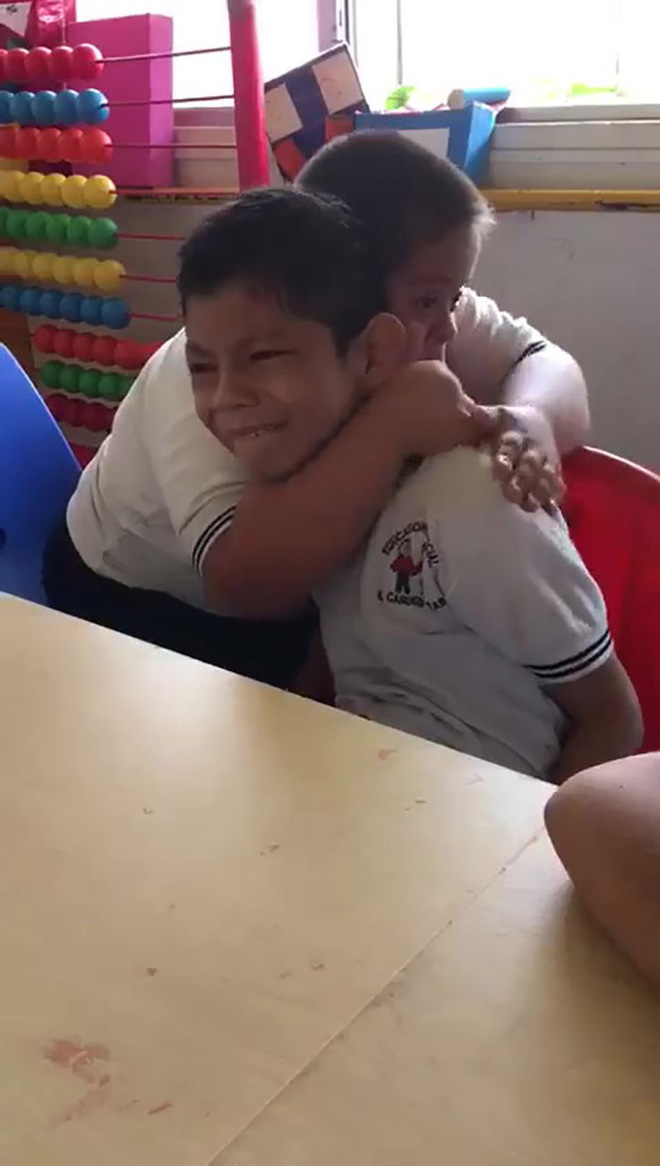 boy-down-syndrome-crying-classmate-autism-video-3-5de9444d623f2700-15757124957681289381560.jpg