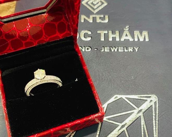 """Chuyện mỹ nhân Vbiz được chồng """"thưởng nóng"""" sau sinh: Từ nhẫn kim cương đến xế hộp bạc tỷ, Á hậu Tú Anh lãng mạn nhất - Ảnh 11."""
