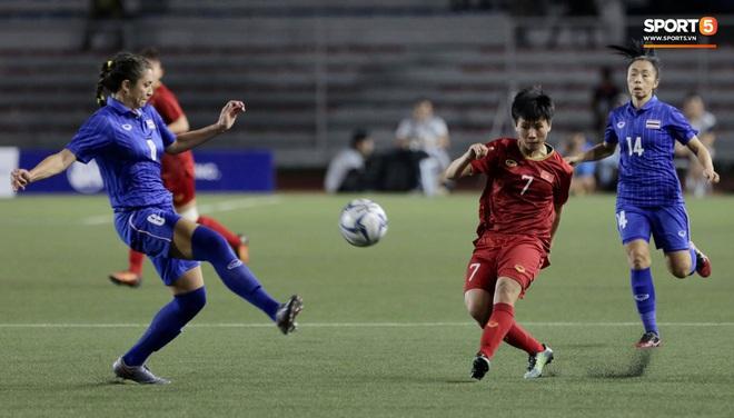 Tuyết Dung (số 7) là nhân tố quan trọng trong lối chơi của tuyển nữ Việt Nam trong trận thắng Thái Lan. Ảnh: Hiếu Lương - Tiến Tuấn.
