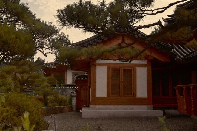 Bộ ảnh đầy ma mị tại 3 ngôi đền chùa đẹp nhất Seoul, không ngờ giữa lòng thủ đô sầm uất lại có chốn an yên đến vậy! - Ảnh 11.