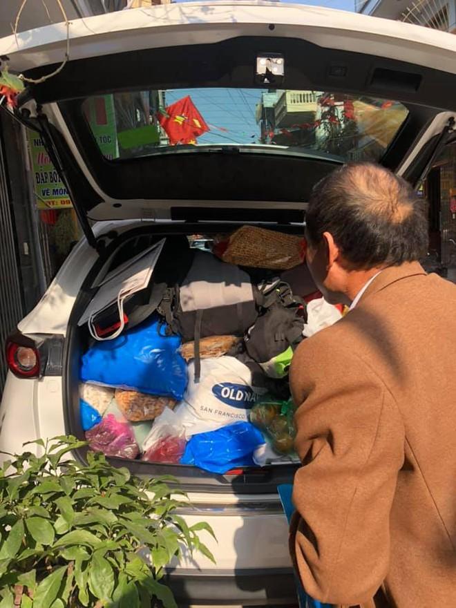 """Hình ảnh chuyến xe """"chở cả quê hương"""" quay lại Thủ đô sau kỉ nghỉ Tết Nguyên đán khiến nhiều người bật cười - Ảnh 3."""