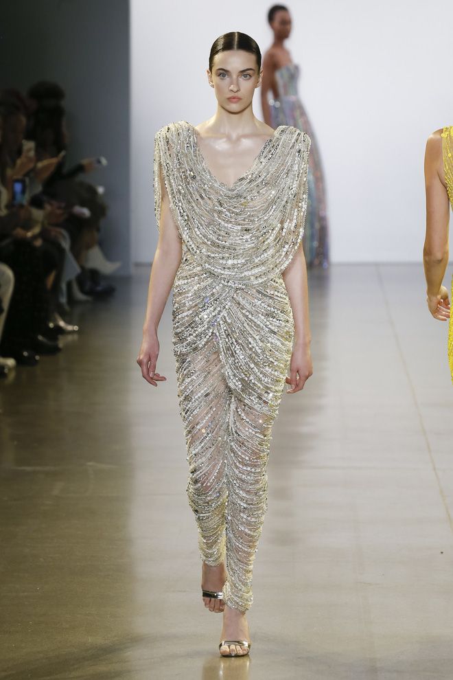 """Công Trí và """"Cuộc dạo chơi của những vì sao"""": Đẳng cấp chẳng kém bất kỳ nhà mốt nào tại New York Fashion Week! - Ảnh 1."""