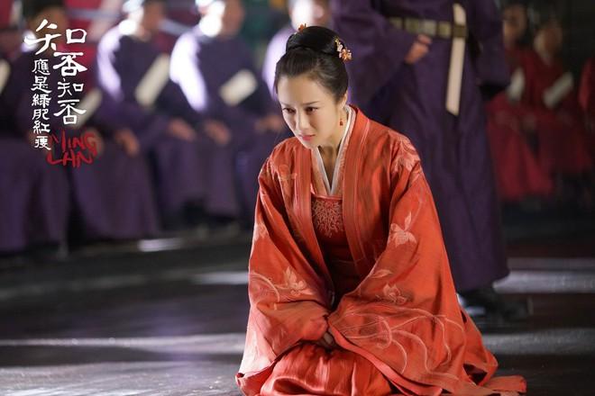 """Lấy chồng giàu mà cả 2 vợ của Phùng Thiệu Phong """"Minh Lan Truyện"""" mặc mãi một bộ váy duy nhất! - Ảnh 9."""