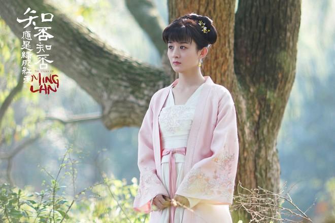 """Lấy chồng giàu mà cả 2 vợ của Phùng Thiệu Phong """"Minh Lan Truyện"""" mặc mãi một bộ váy duy nhất! - Ảnh 2."""
