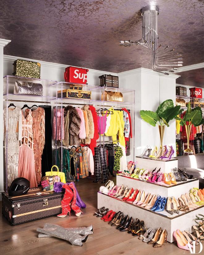 Giàu có và sành điệu như Kylie Jenner: Đến khăn tắm cũng phải là đồ hiệu Louis Vuitton, chi hơn 200 triệu chỉ để lau người - Ảnh 3.