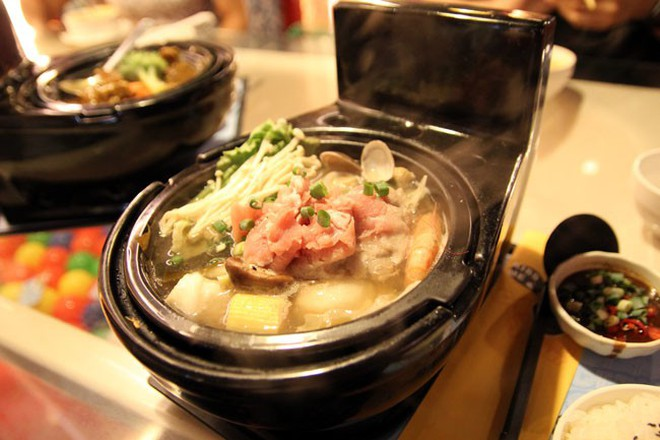 """Dở khóc dở cười với những cách trình bày món ăn siêu """"dị"""" của các nhà hàng nước ngoài, có nơi dùng cả giày để đựng thức ăn - Ảnh 3."""