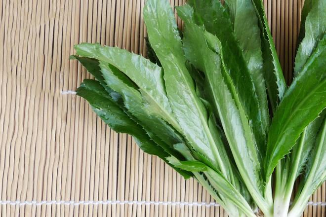 """Việt Nam có những loài rau chẳng đáng giá là bao nhưng nếu thiếu thì nhiều món ăn sẽ """"nhận không ra"""" - Ảnh 1."""