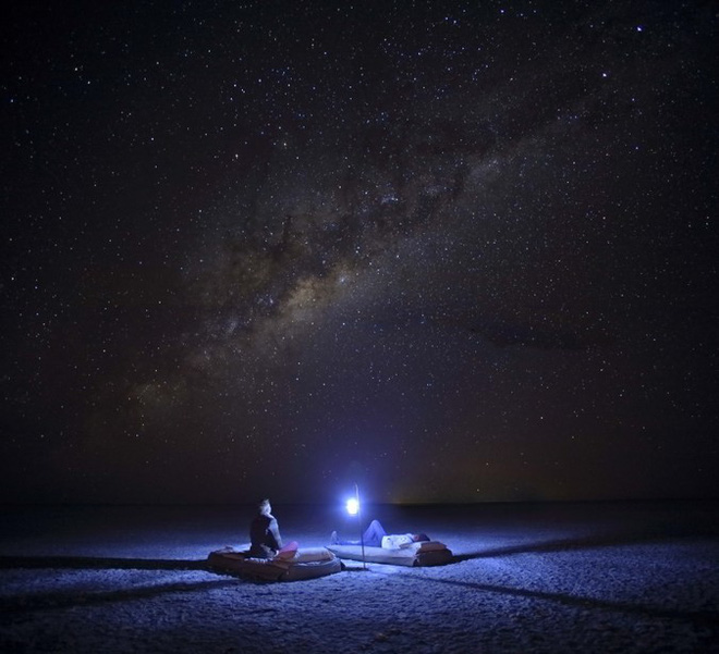 """Choáng với sự sống đẹp huy hoàng tại chảo muối được mệnh danh là """"Vùng đất chết"""" - Ảnh 1."""