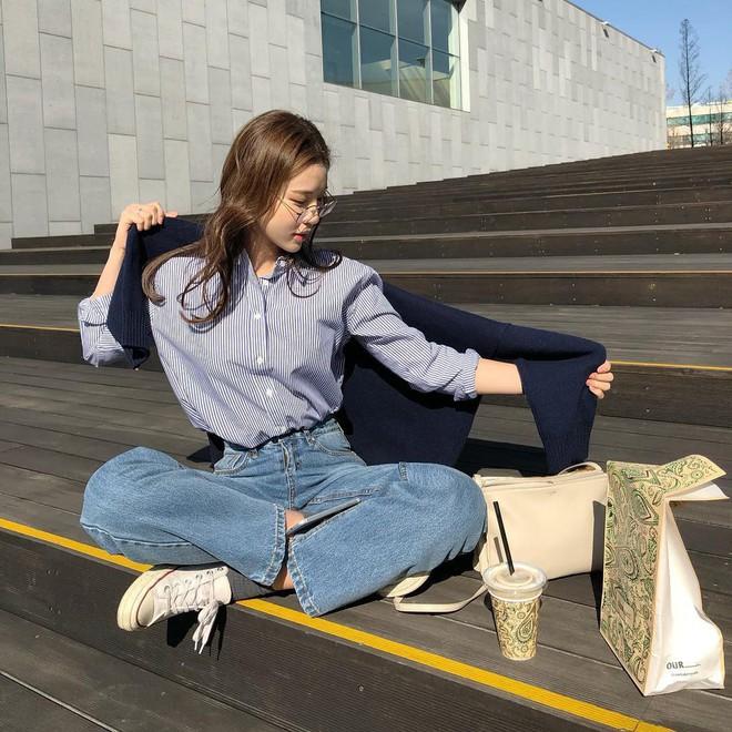 Không cần nghĩ nhiều khi diện quần jeans, các nàng cứ mix cùng 3 mẫu giày này là đẹp tuyệt đối - Ảnh 1.