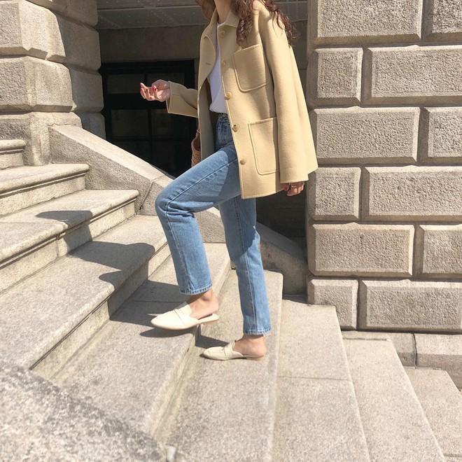 Không cần nghĩ nhiều khi diện quần jeans, các nàng cứ mix cùng 3 mẫu giày này là đẹp tuyệt đối - Ảnh 3.