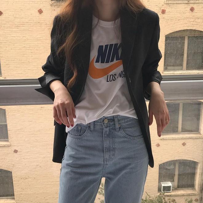 """Có đến 4 cách diện áo phông """"max"""" đẹp và sành điệu mà nàng nào cũng nên áp dụng ngay trong thời tiết giao mùa - Ảnh 4."""