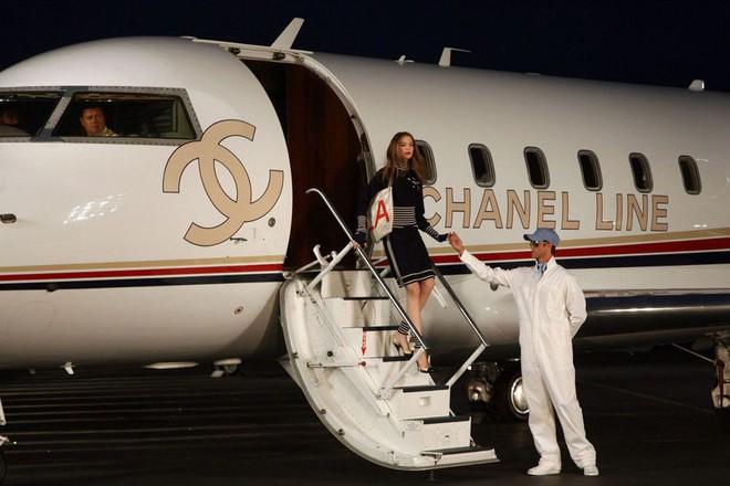 15 show diễn huyền thoại của Chanel dưới thời Karl Lagerfeld khiến giới mộ điệu thổn thức - Ảnh 31.