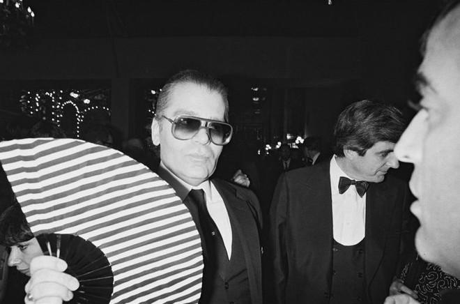 Karl Lagerfeld - Ông hoàng Chanel cuộc đời gắn với chữ thời trang - ảnh 2