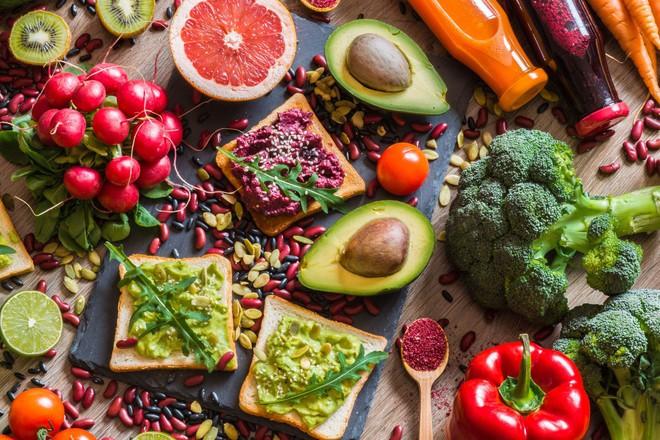 Không muốn bị chê là già sớm thì hãy ghi nhớ các món nên và không nên ăn ở mỗi độ tuổi sau đây - Ảnh 1.