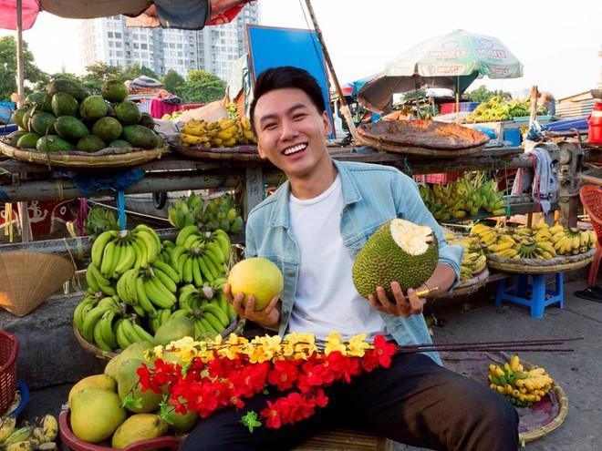 Khoai Lang Thang - Anh vlogger được lòng cư dân mạng vì nụ cười không phải nắng mà vẫn chói chang - Ảnh 2.