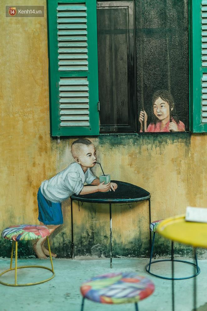 """Chuyện chàng trai lớn lên từ """"ngôi làng ung thư"""" quyết tâm tạo một quán cafe từ hàng nghìn đồ tái chế giữa phố cổ Hà Nội - Ảnh 12."""