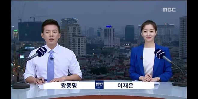 Chất như ekip Đài MBCNews Hàn Quốc chọn địa điểm dẫn bản tin thời sự tại Hà Nội - Ảnh 5.