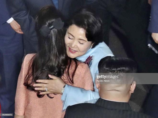 Ngoài phong cách, Đệ nhất phu nhân Triều Tiên còn sở hữu làn da và mái tóc đáng ngưỡng mộ - Ảnh 1.
