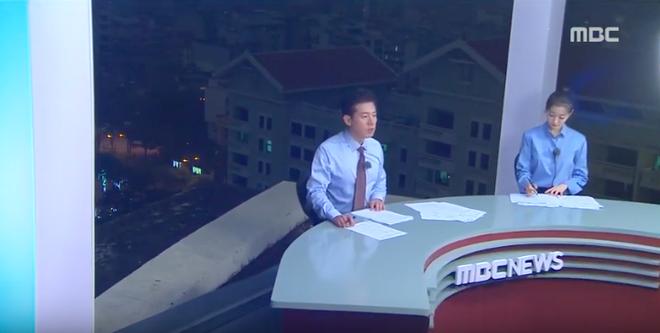 Chất như ekip Đài MBCNews Hàn Quốc chọn địa điểm dẫn bản tin thời sự tại Hà Nội - Ảnh 6.