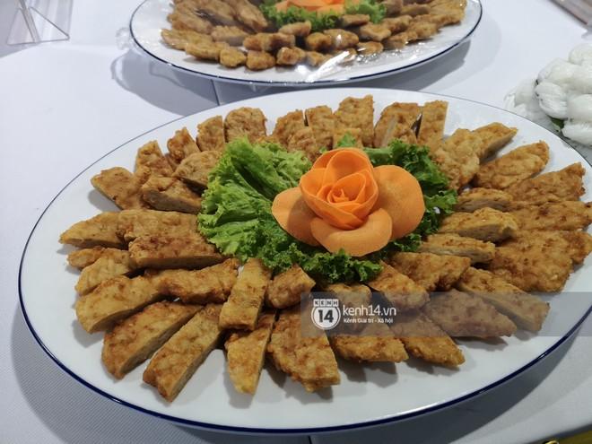 Phóng viên các nước hào hứng khi được thưởng thức ẩm thực nổi tiếng Hà thành tại trung tâm báo chí quốc tế hội nghị thượng đỉnh Mỹ - Triều - Ảnh 8.