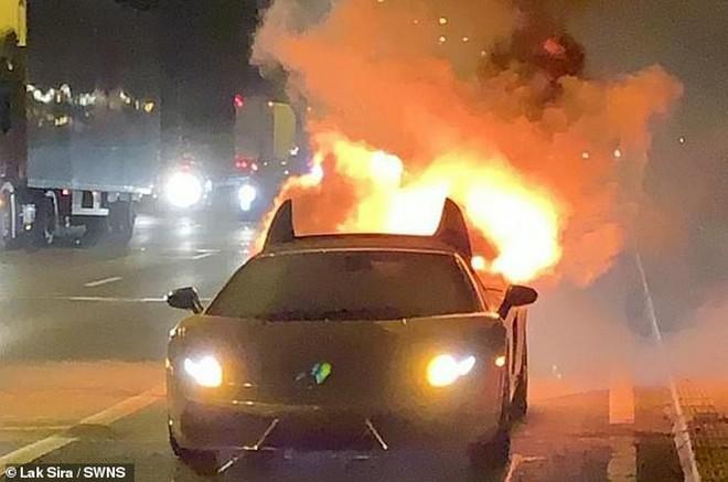 Chi 300 triệu bảo dưỡng Lamborghini, thanh niên vừa lái thử thì xe nổ tung suýt chết - Ảnh 3.
