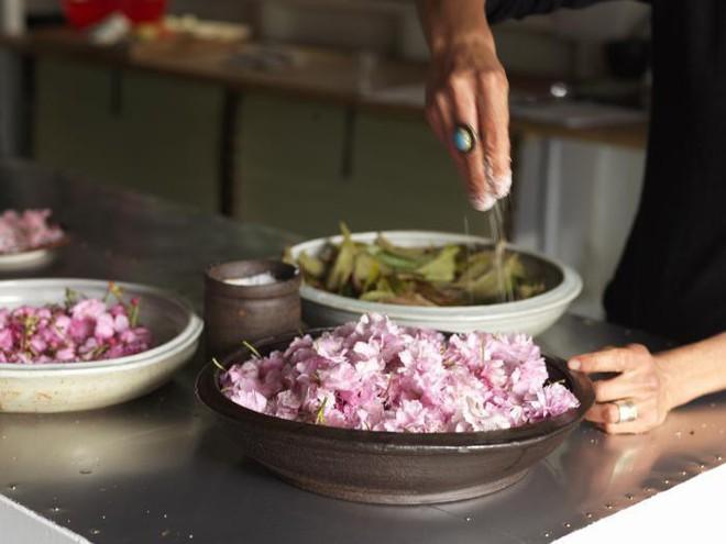 Tiết kiệm đẳng cấp người Nhật: Ăn từ lá khô đến ruột cá, không bỏ thứ gì! - Ảnh 3.