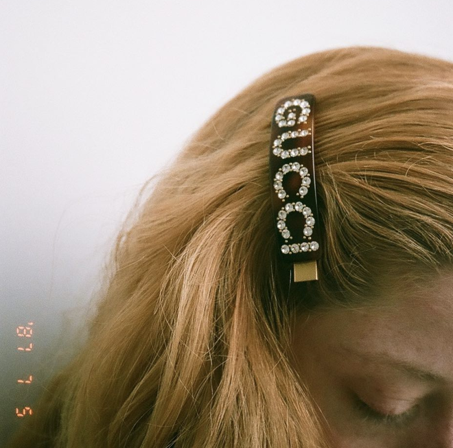 Diện lên là sang hẳn cả con người, bảo sao các nàng chẳng tiếc chục triệu sắm cặp tóc to bản hàng hiệu đắt đỏ - Ảnh 3.