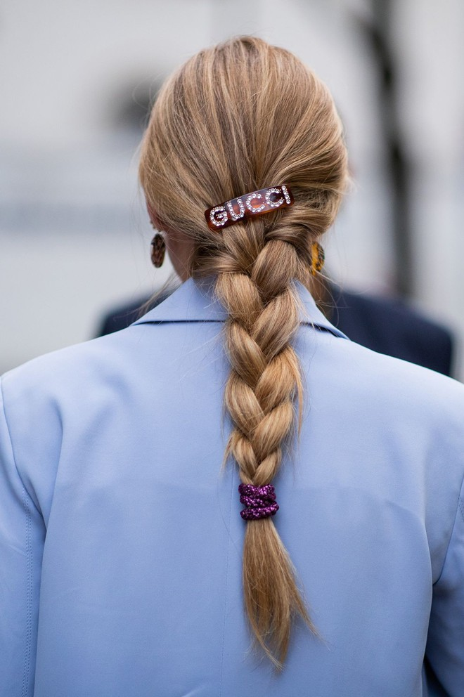 Diện lên là sang hẳn cả con người, bảo sao các nàng chẳng tiếc chục triệu sắm cặp tóc to bản hàng hiệu đắt đỏ - Ảnh 2.