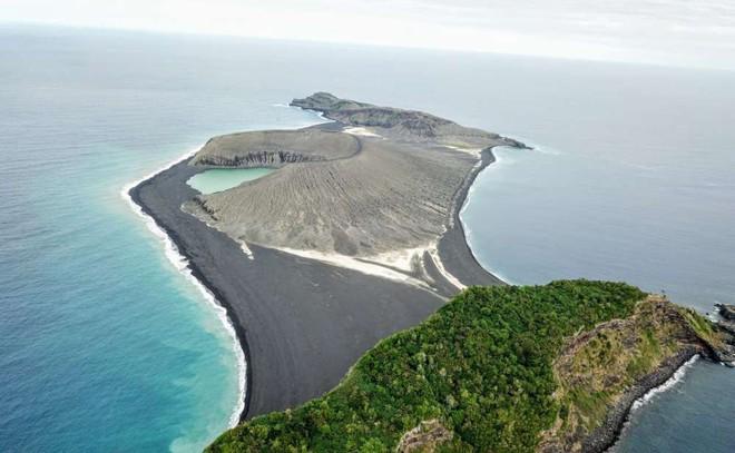 Hòn đảo này chỉ mới ra đời 4 năm trước thôi, vậy mà nay đã khiến giới khoa học phải ngạc nhiên - Ảnh 1.